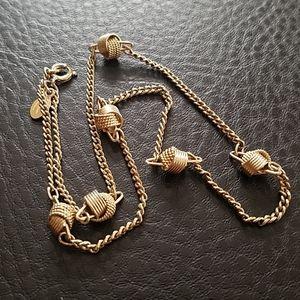 VTG Avon necklace